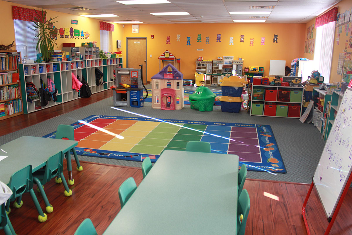 Kinder Garden: Pinocchio Child Care Early Education Pre School